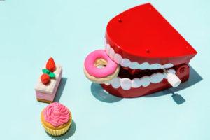 過食嘔吐で歯がボロボロ、溶ける?過食嘔吐歴10年の私が対策を解説
