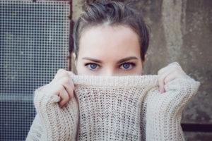 過食嘔吐で顔が浮腫む、大きくなる!原因とスッキリ小顔になる方法